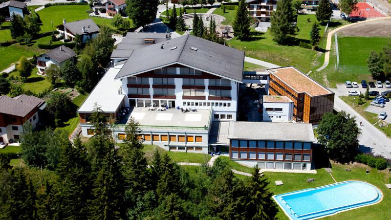 Cơ hội chuyển tiếp và lấy bằng Les Roches Thụy Sỹ chi phí tiết kiệm